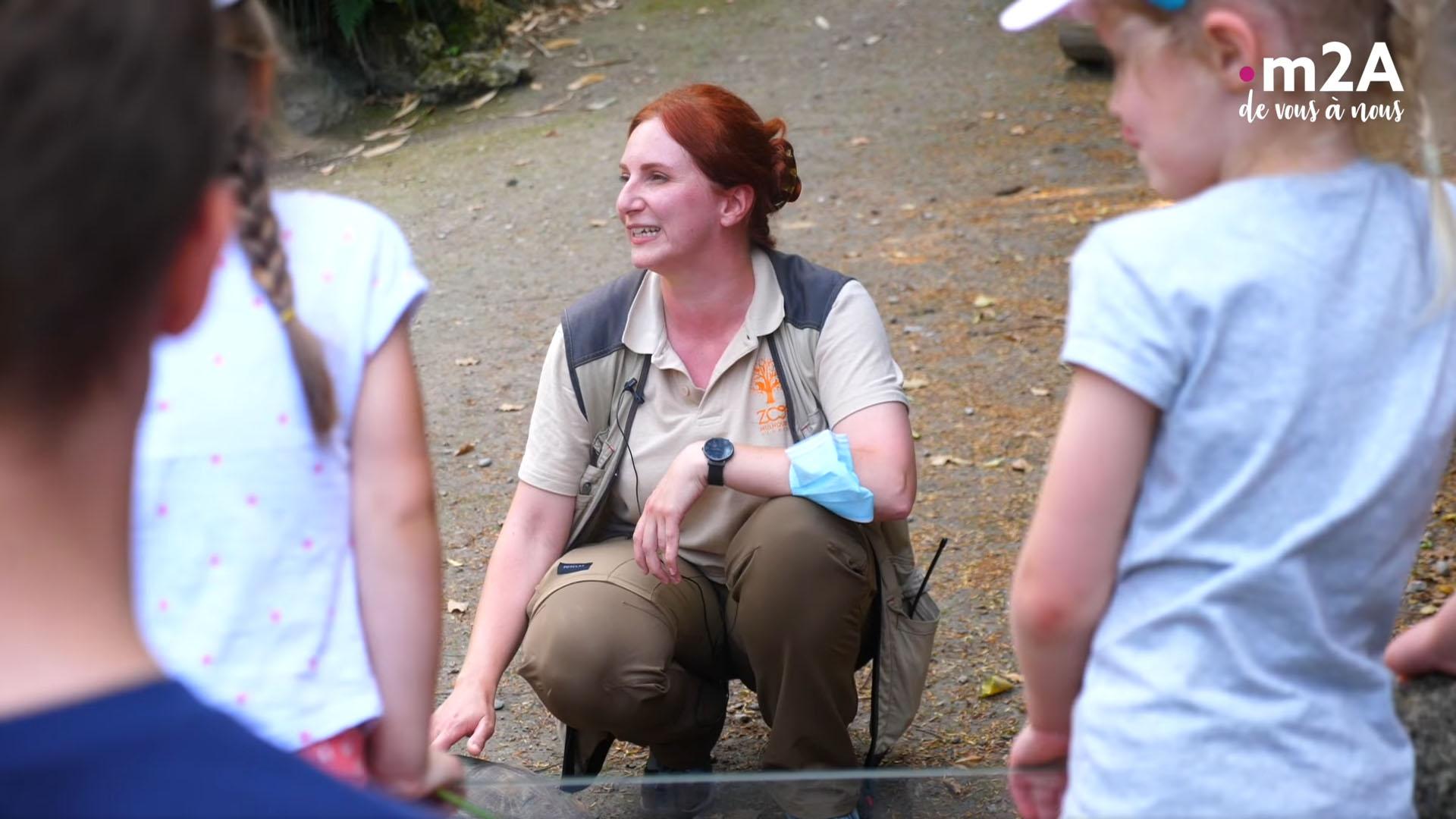 Pédagogie au zoo de Mulhouse - Elise Meyer en animation tortues avec les enfants
